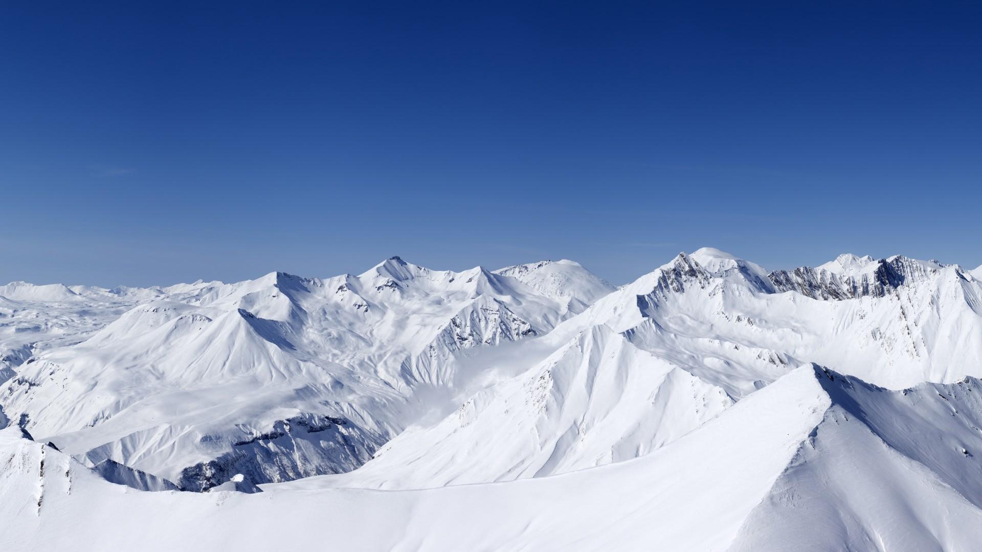 goryi-sneg-vyisoko-nebo